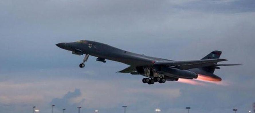 Según informaron fuentes militares de Seúl y Washington, dos bombarderos B-1B...