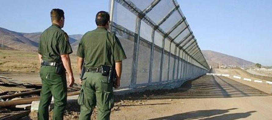 El Gobierno de Estados Unidos estima que sus prototipos del muro en la frontera con México...