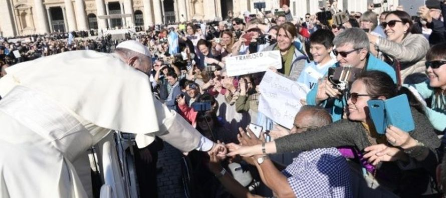 El Santo Padre ha saludado a todos los peregrinos de lengua española, y en especial a la...