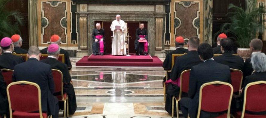 También han intervenido Mons. Cesare Nosiglia, Arzobispo de Turín; el cardenal...