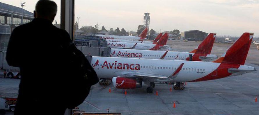 Unos 700 tripulantes de Avianca afiliados a la Asociación Colombiana de Aviadores (ACDAC)...