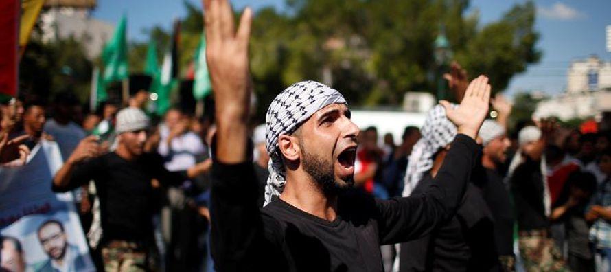 Hamas aceptó entregar poderes administrativos en Gaza al Gobierno respaldado por Fatah el...