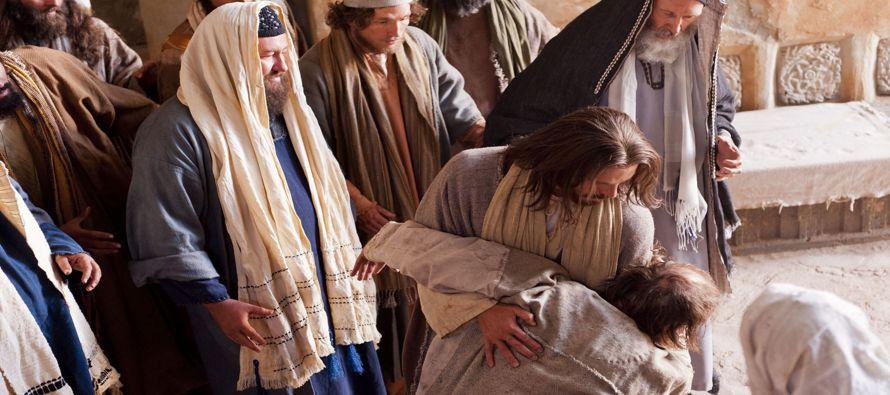 «Todo reino dividido contra sí mismo queda asolado, y casa contra casa, cae. Si, pues,...