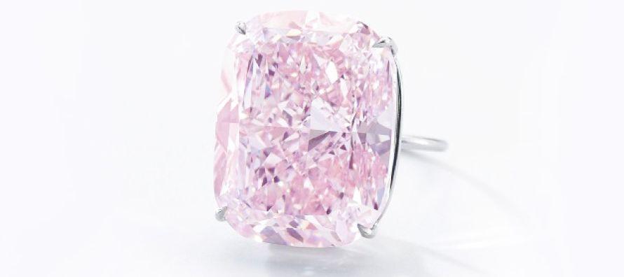 El diamante fue extraído en 2015 y lo subasta un vendedor anónimo. Las ventas previas...