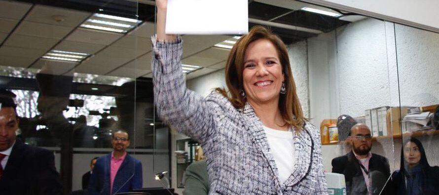 El primer ciudadano en dar su firma a Zavala fue Martín Márquez Zúñiga,...