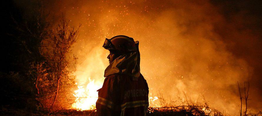 Esta sobrecogedora imagen de los incendios en Portugal fue tomada en el distrito de Vieira de...