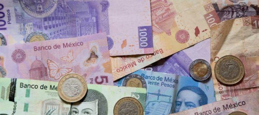 * La moneda local cotizaba en 18.8675 por dólar, con una pérdida del 0.49 por ciento...