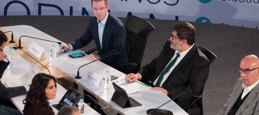 El foro Ciudadanos Opinan estuvo conformado por tres mesas. Una sobre crecimiento económico...