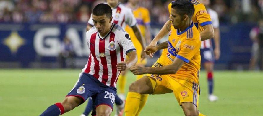 El último lugar que ocupa el campeón defensor Chivas de Guadalajara es resultado de...