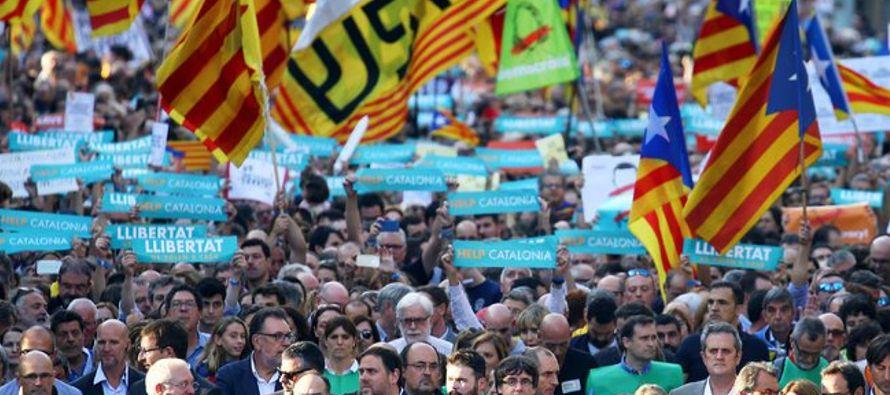 Las decisiones llevan a España hacia un territorio desconocido mientras Rajoy intenta...