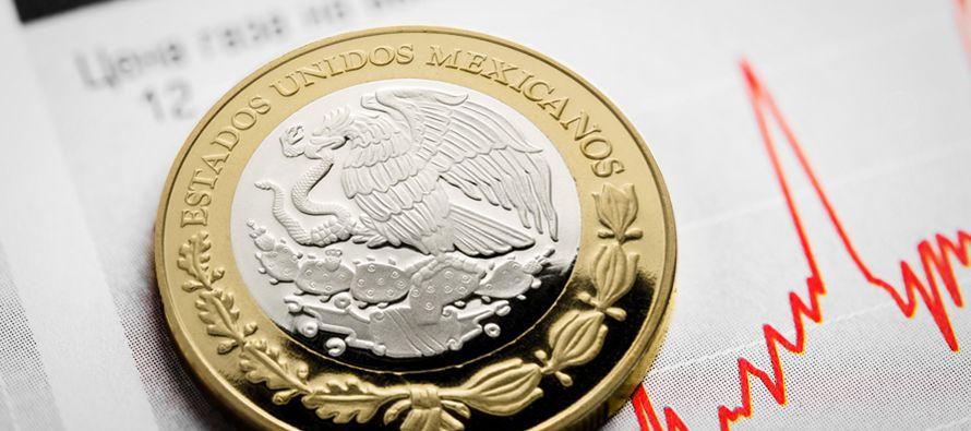 El peso mexicano se debilitó el martes por tercera jornada consecutiva cayendo a un...