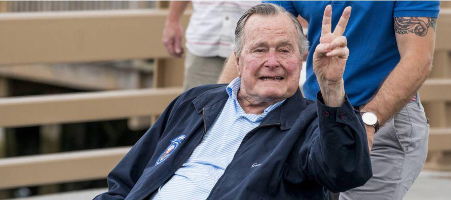 La actriz de 34 años denunció a Bush, de 93 años, en su cuenta de Instagram....
