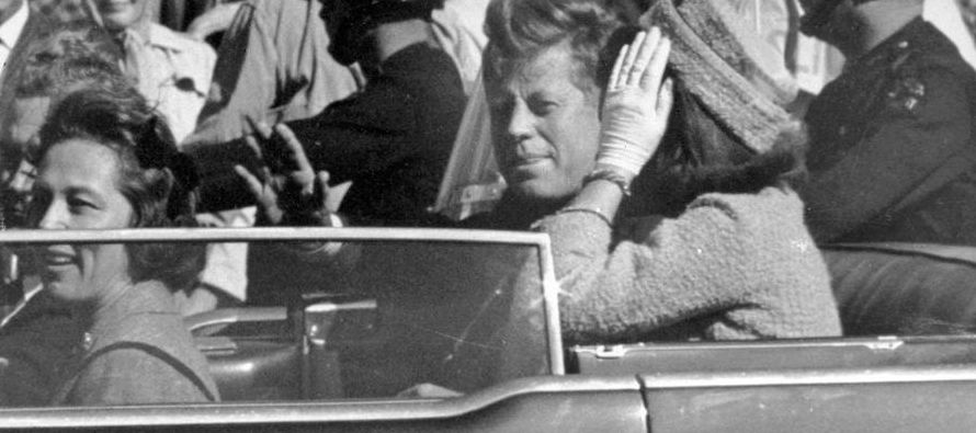 El martes 1 de octubre de 1963 un hombre enjuto liquidó su cuenta en el hotel Comercio....