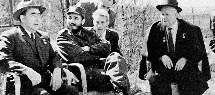 Leónov, que trabajaba entonces como agente del KGB en México y tenía una...