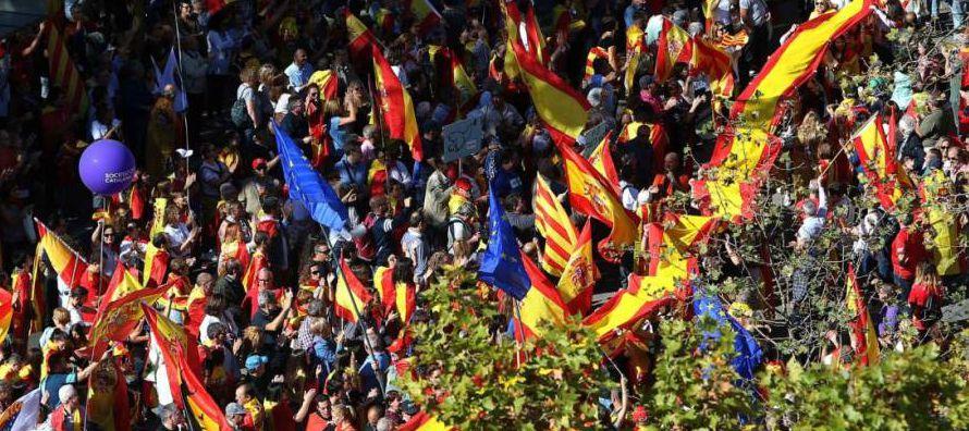 Cientos de miles de catalanes demostraron ayer que la manifestación del 8 de octubre no fue...
