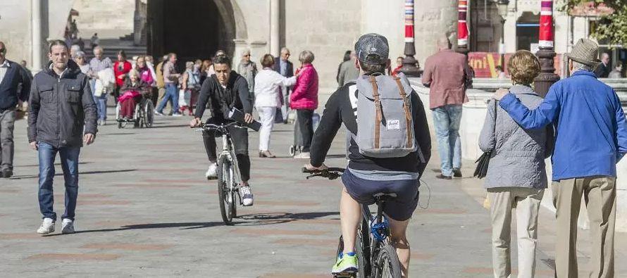 La idea de las bicis de alquiler de aparcamiento libre, nacida de unos estudiantes de la...