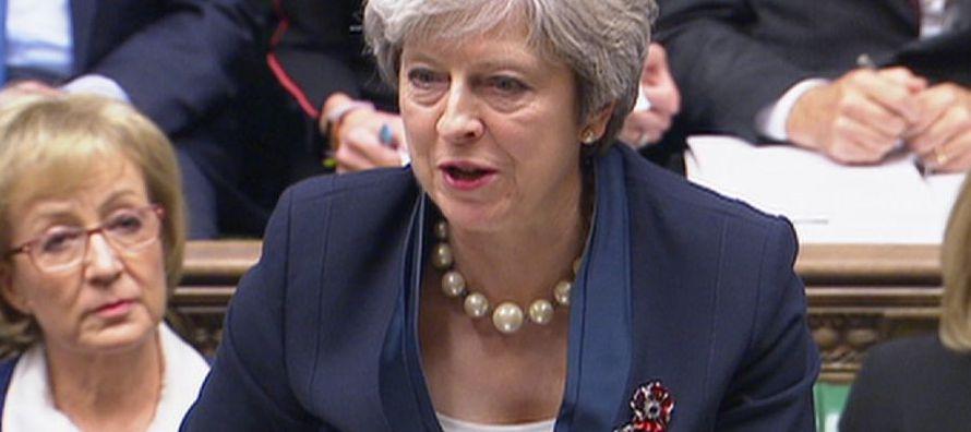 La pérdida potencial de otro ministro debilitará aún más a May, que ha...