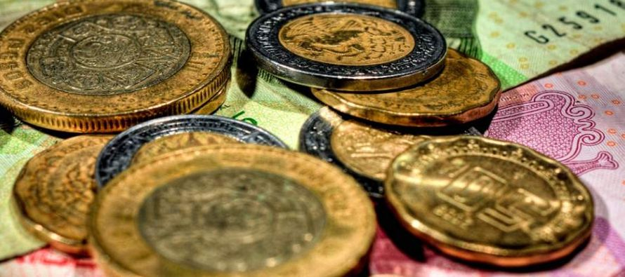 El peso cotizaba en 19.101 por dólar a las 15.20 hora local, con una ganancia del 0.27 por...