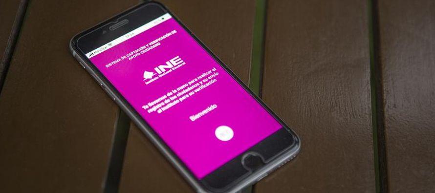 Para este proceso electoral, el INE implementó una aplicación móvil para...