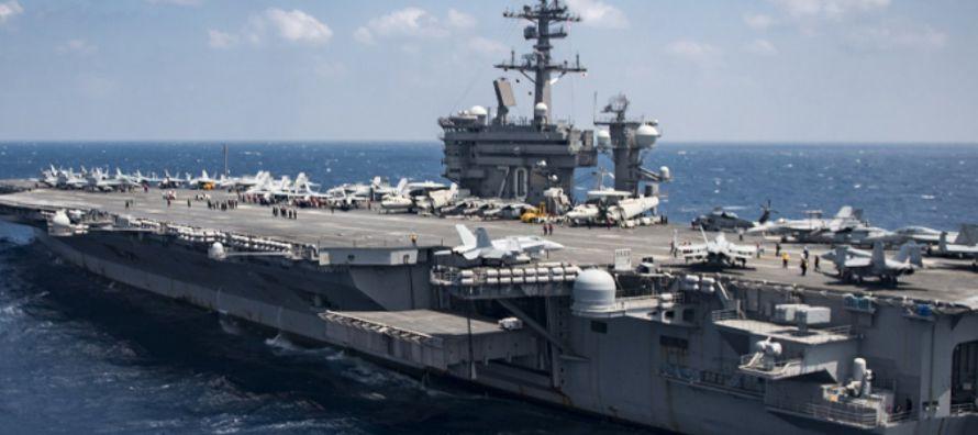 Los navíos de propulsión nuclear USS Ronald Reagan, USS Nimitz y USS Theodore...