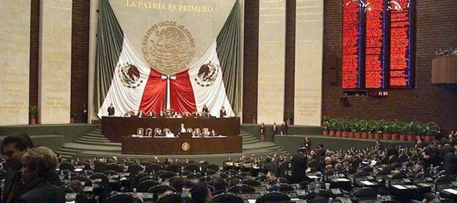 El gasto autorizado suma 5.28 billones de pesos (276,980 millones de dólares), superior en...