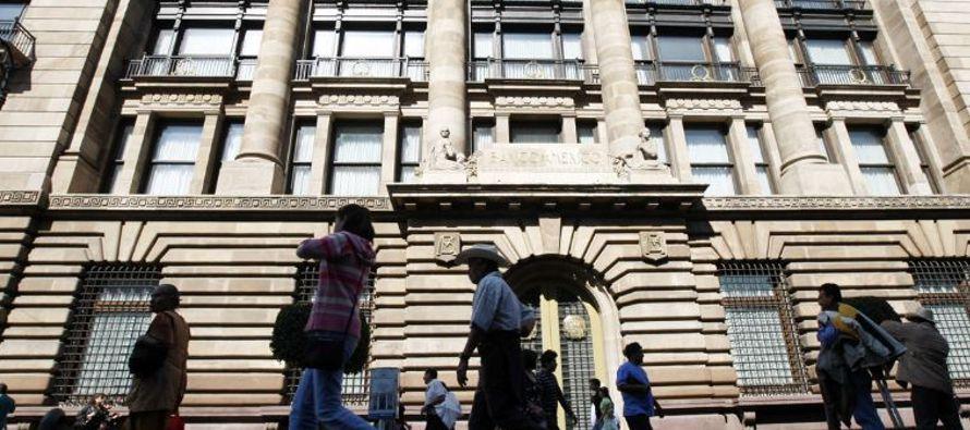 La bolsa local, en tanto, cayó casi 1.5 por ciento en línea con otras plazas de...