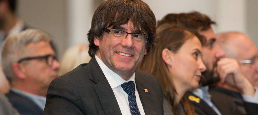 Al frente del Gobierno autonómico catalán desde 2015, Puigdemont dijo el viernes que...