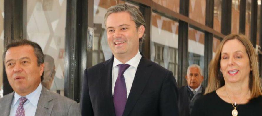 Destacado entre los aspirantes a la candidatura del PRI, al lado del secretario de Hacienda,...