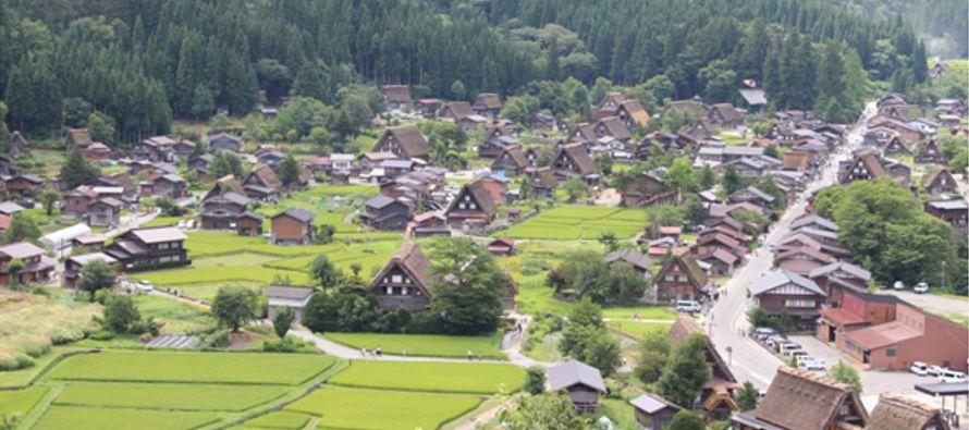 Supe que cada tres años algunos habitantes decidían dejar la aldea por alguna...