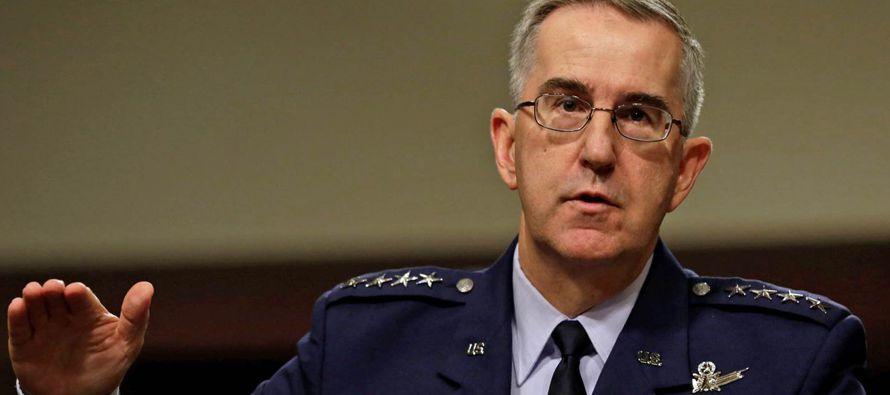 Hyten, responsable por supervisar el arsenal nuclear de Estados Unidos, explicó el proceso...