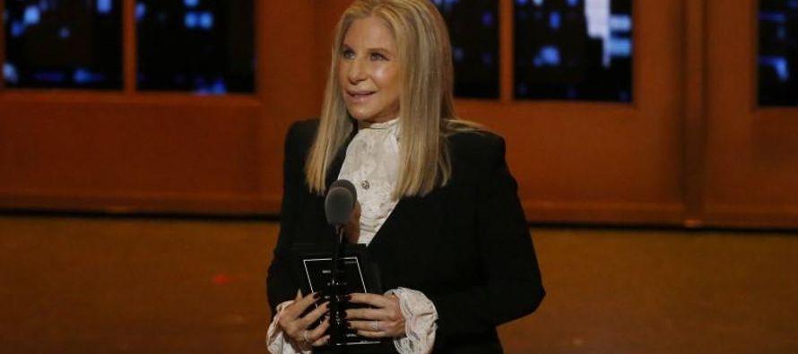 En el especial de Netflix, Streisand canta muchas de sus canciones más conocidas de sus 11...