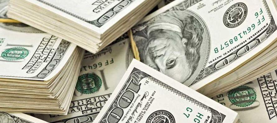 Frente al yen, la moneda estadounidense perdía más de un 1 por ciento en las...