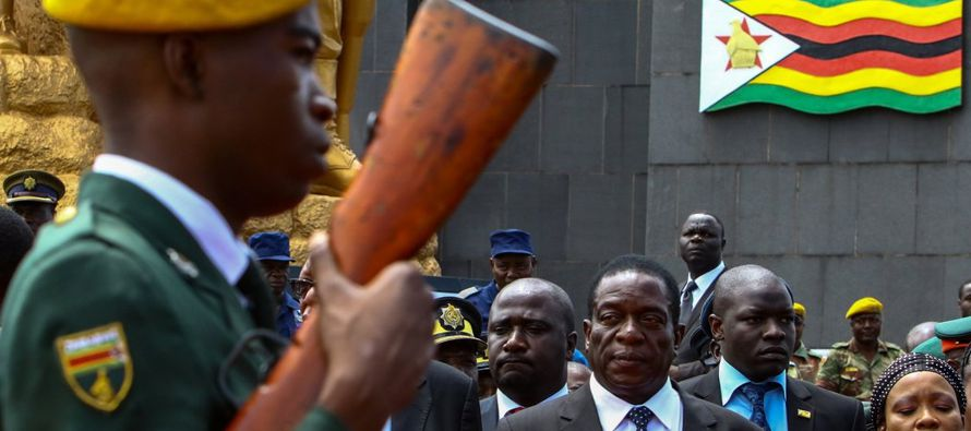 Emmerson Dambudzo Mnangagwa nació el 15 de septiembre de 1942, en Zvishavane, un pueblo...