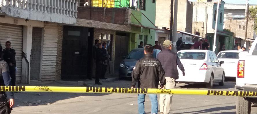 Los agentes se desplegaron en las inmediaciones de un inmueble de la colonia (barrio) Santa...