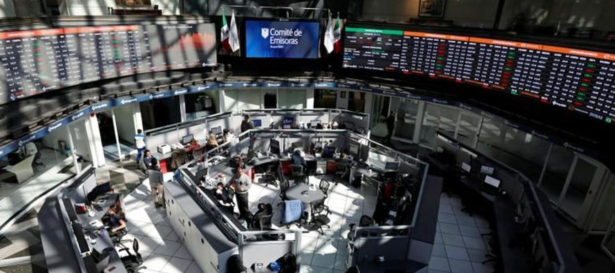 Los títulos de Televisa descendían un 3.04 por ciento a 68.31 pesos, su menor nivel...