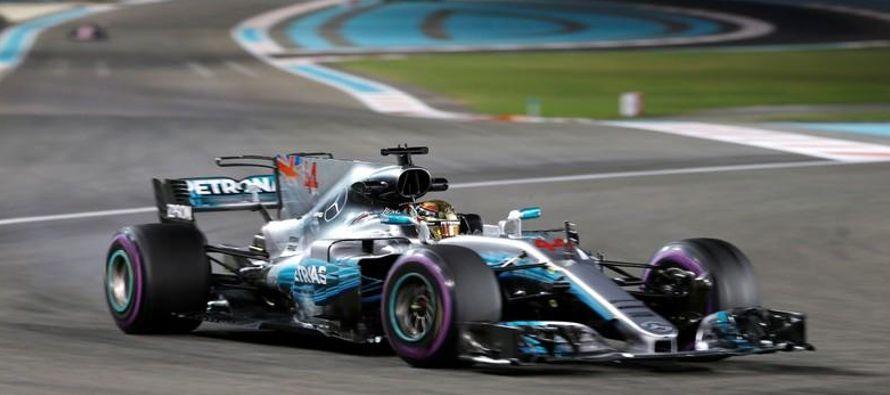 Tanto Hamilton como Vettel, también ganador de cuatro títulos mundiales, se quedaron...