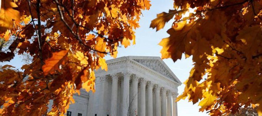 Los jueces eludieron así sumergirse en el turbulento debate nacional sobre la posibilidad de...
