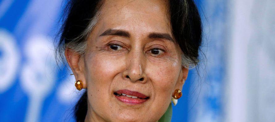 """Conocida en su país como """"La Dama"""", Suu Kyi se hizo con los mandos de Birmania..."""