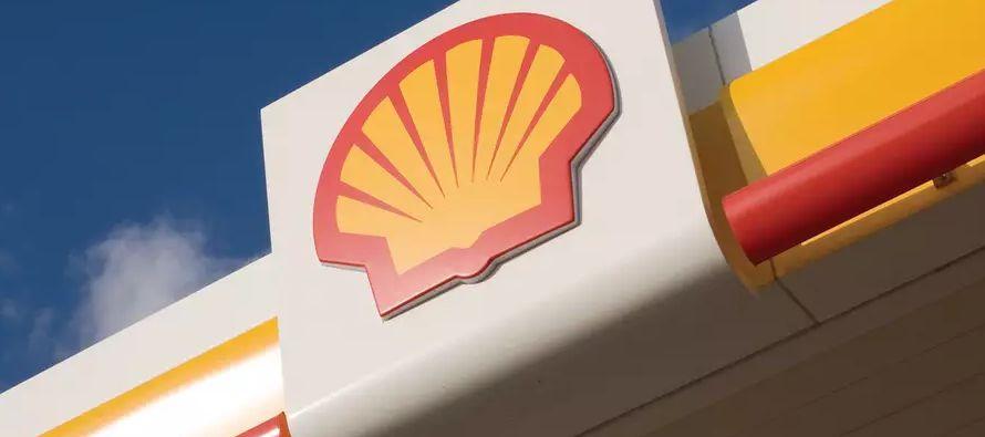 El presidente ejecutivo de Shell, Ben van Beurden, está buscando lograr un equilibrio entre...