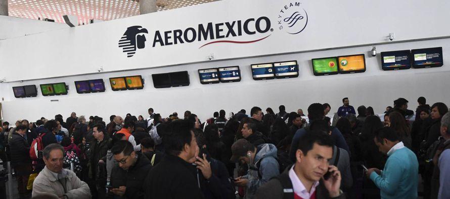 El paro es de trabajadores de Aeroméxico Connect, que vuela a 45 destinos en México,...