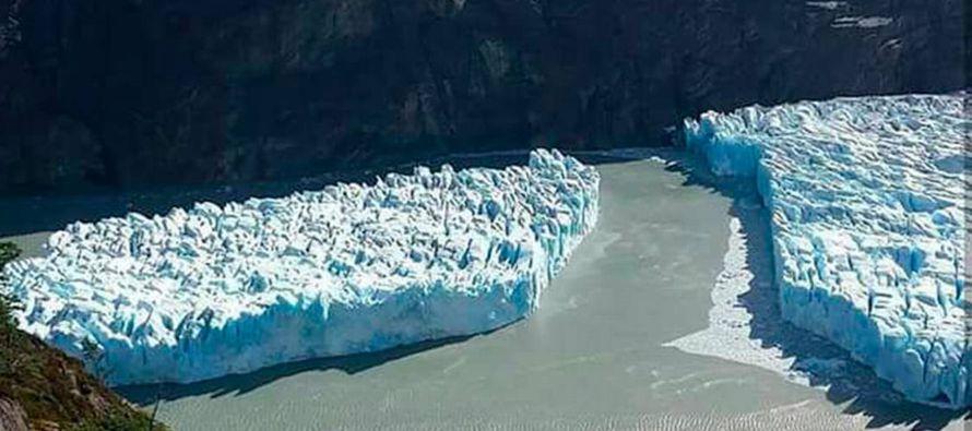 Esta semana se conoció la noticia de que un gran bloque de hielo, de 350 por 380 metros, se...