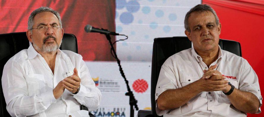 El presidente Nicolás Maduro anunció ese día la destitución de ambos...
