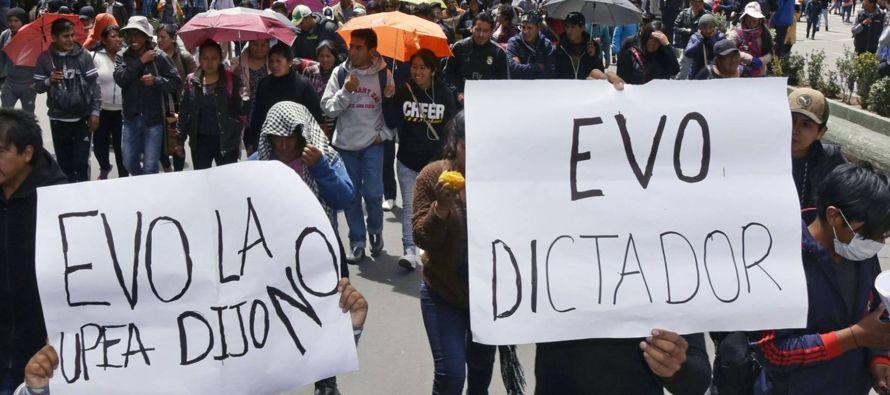Con su decisión de aferrarse al poder, Morales le hace un inmenso daño al actual...