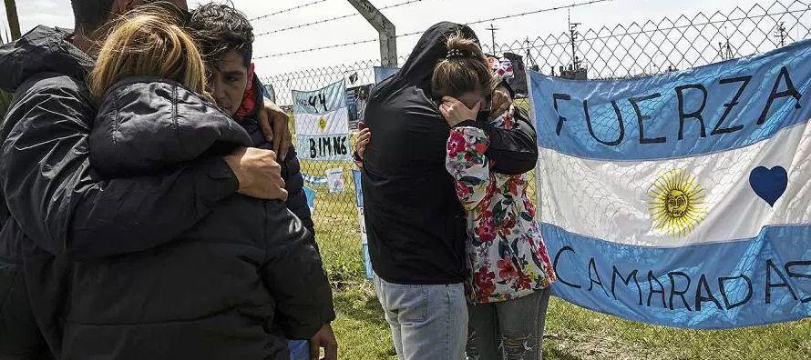 """""""Tienen que comprometerse a buscarlos y a rescatarlos"""", dijo Marcela Moyano, esposa del..."""