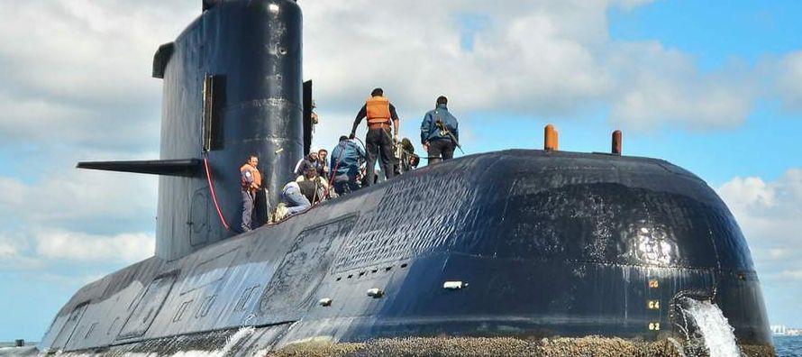 """Aguad """"permaneció durante más de una hora con los familiares de los tripulantes,..."""