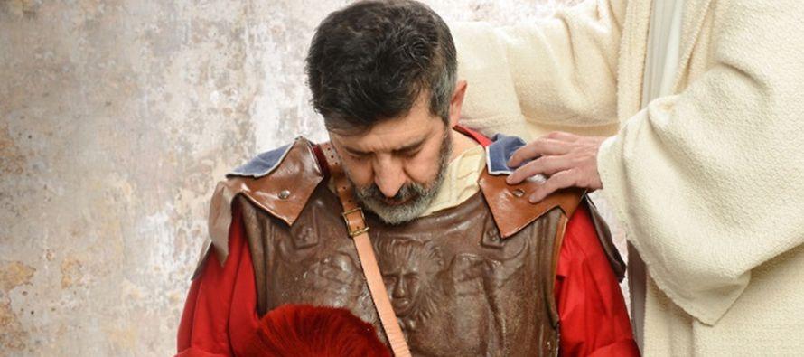Al oír esto Jesús quedó admirado y dijo a los que le seguían: «Os...