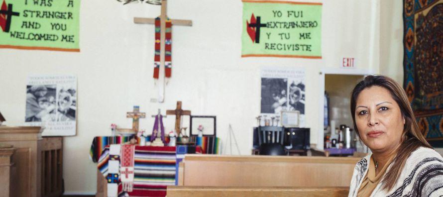 Francisca Lino los oye desde su habitación. A veces patean la puerta de la iglesia y otras...