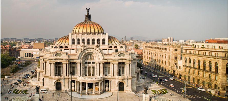 Sin embargo, en la zona oeste y norte del Zócalo, hay gigantescos hormigueros formados por...