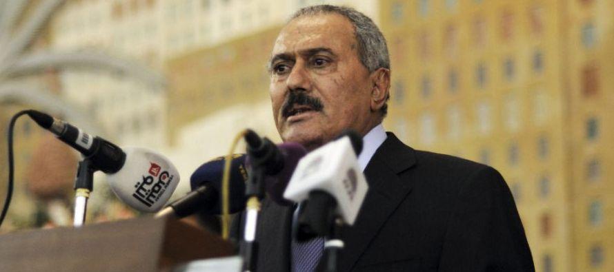 Mubarak cayó en la misma época, abatido por un alzamiento popular en el que...