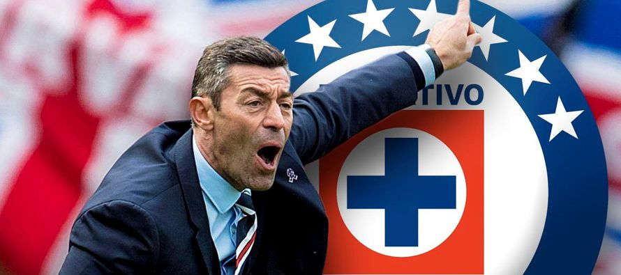 Cruz Azul, uno de los clubes más populares del fútbol mexicano, contrató el...